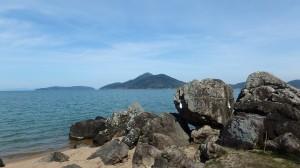 藤ヶ崎龍神から沖島、長命寺を眺める