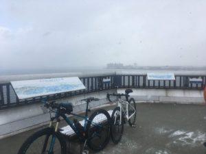 雪の琵琶湖大橋