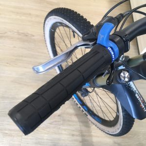 GIANT SWAGE SINGLE LOCK-ON GRIP