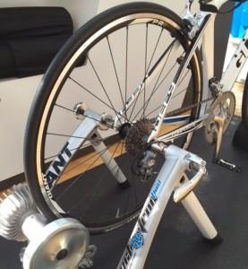 自転車の 自転車 固定ローラー台 おすすめ : CYCLOTRON FLUIDシリーズ当店なら ...